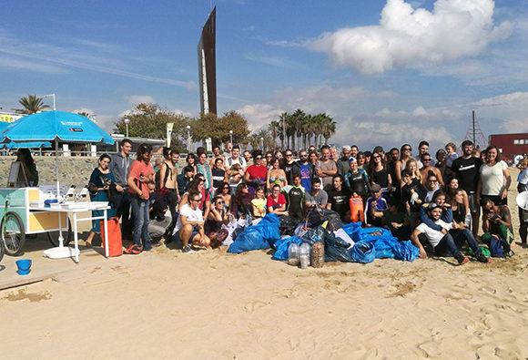 Triatlón Yotuba de limpieza de playa y fondo marino
