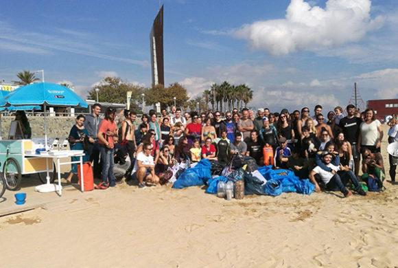 Triatlón Yotuba de limpieza de playa y mar